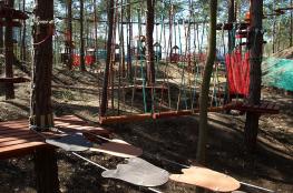 Bałtów Atrakcja park linowy Skarbka